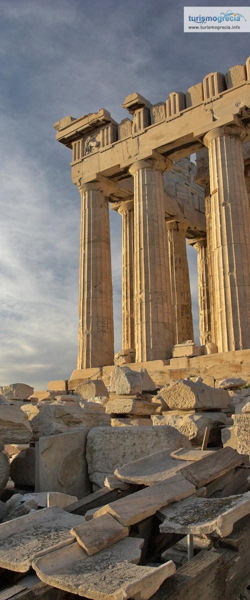 O Partenon é o monumento mais importante característico da antiga civilização Grega e continua a ser seu símbolo internacional. #grecia #acropolis #atenas