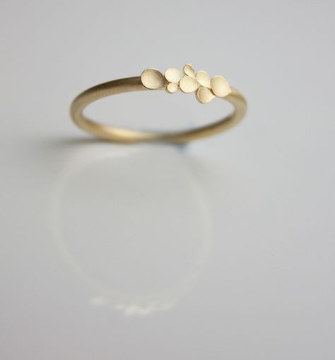 Engagement Rings � Dahlia 18ct yellow gold ring � a unique product by dkjewellery on DaWanda