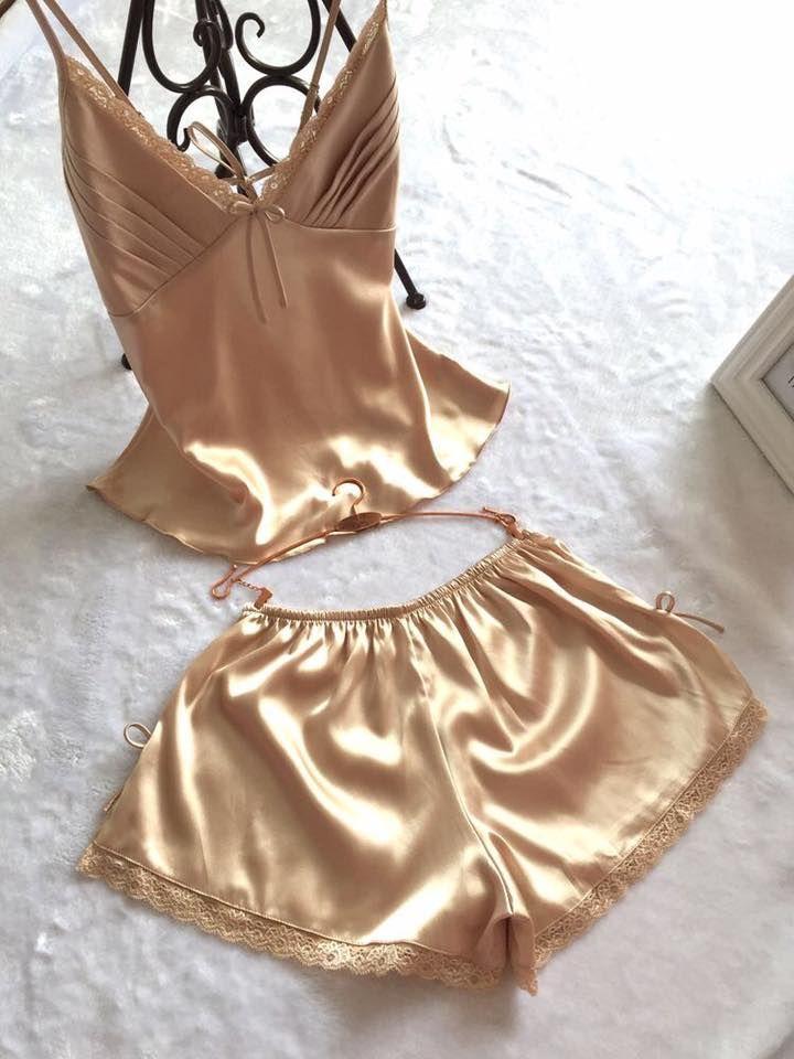 Diseños de pijamas y batas para dormir ¡super sexys! http://beautyandfashionideas.com/disenos-pijamas-batas-dormir-super-sexys/