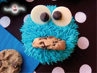 15 Super Fun Kids Birthday DIYs + Ideas (Cookie Monster Cupcakes - Bird on a Cake).  They'll love these with a Hershey heart in the mouth! |Pinned from PinTo for iPad|