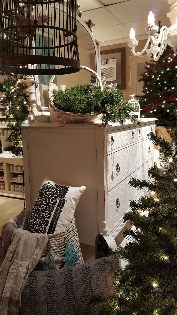 Photo de la boutique atelier Creations Cinderella au Mont-St-Hilaire. Une boutique de décoration pour redécorer notre maison. L'Art de récupérer et transformer!