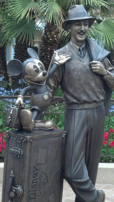 Live from the new Storytellers Statue in California Adventure #Disneyland. I want this at DisneyWORLD!!!!!!