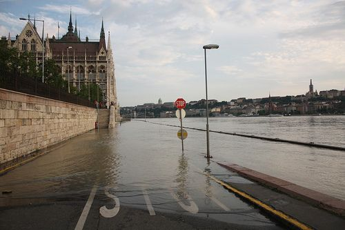 Budapest flood: Hungary Danube set for record high this weekend