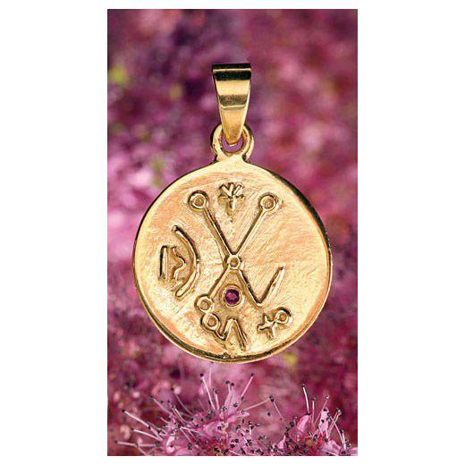 Het venusteken trekt in combinatie met het robijn energie voor de liefde aan. Materiaal : zilver verguld met robijn. Ø15 mm.