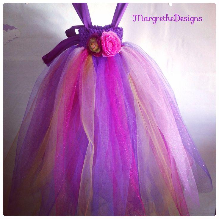 Special designet håndlavet tylkjole. Ideelle til brudepigekjole eller fest hvor den lille prinsesse, skal være midtpunkt.