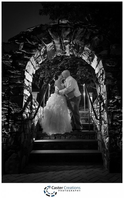 Kissing Under The Stone Archway At Haversham House In Westerly Ri Photography By Archwaywedding Reception Venuesthe