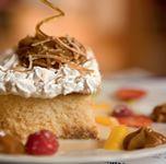 Aprende la receta y preparación del Clásico Tres Leche de Sandra Pleviani. Las recetas de los más deliciosos postres solo con Facusa y Sandra Plevisani.