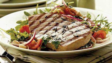 É difícil preparar as suas marmitas? Experimente bife de atum grelhado!