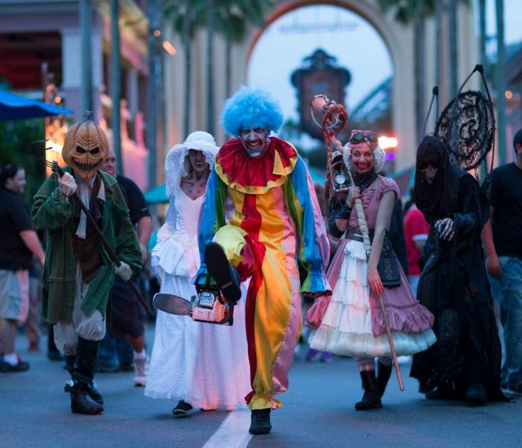 I want to be a part of halloween horror nights at some point in my life.