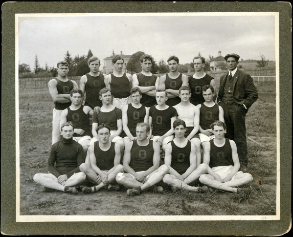 Black And White Photo Of The 1907 University Of Oregon