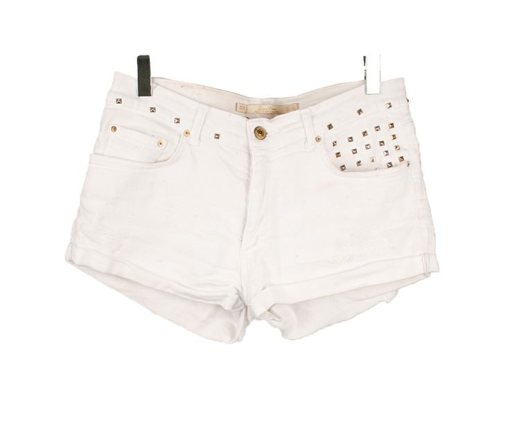 Short blanco con tachuelas Zara 25.00€