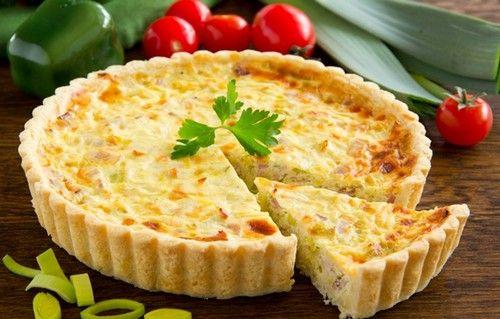 Лоранский пирог можно печь с разнообразными начинками. Предлагаю одну из простых - с ветчиной и сыром. Ингредиенты, подробное описание.
