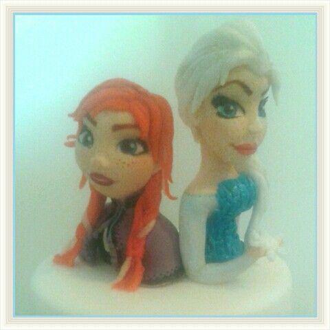 Frozen: Anna ed Elsa. Cake topper. Pasta di zucchero