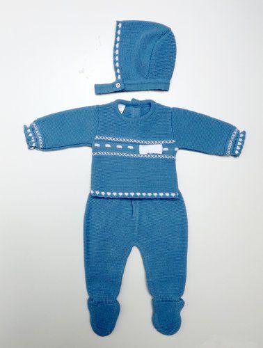 Conjunto de punto en azul añil, compuesto de polainas, jersey y capota. 100% dralon. Fabricado en España