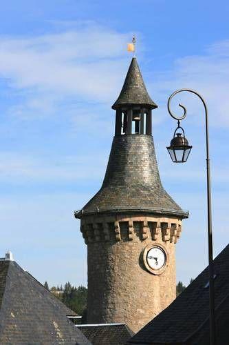 la tour de guet.Le Château des Moines Larose, Meymac. Limousin