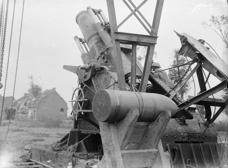 MINISTRY INFORMATION FIRST WORLD WAR OFFICIAL COLLECTION (Q 2907)   Battle of Polygon Wood. The 15-inch Mark II Howitzer shown in Q.2906, about to fire. Near Ypres, 27th September 1917.