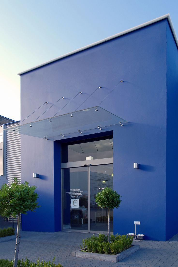Glasvordach Punto mit Punkthaltern aus Edelstahl in großer Ausführung