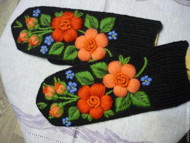 Купить Варежки с ручной вышивкой - черный, цветочный, шерсть, полушерсть, Махер, вискоза, хлопок, акрил