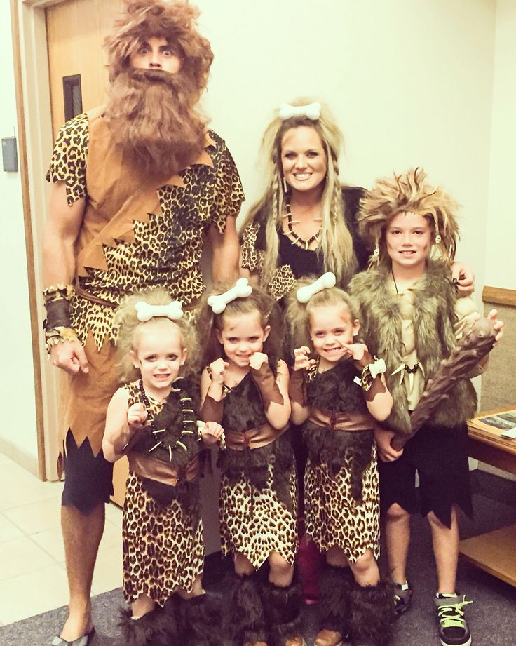 Cave family costumes by mommymakesthings.com