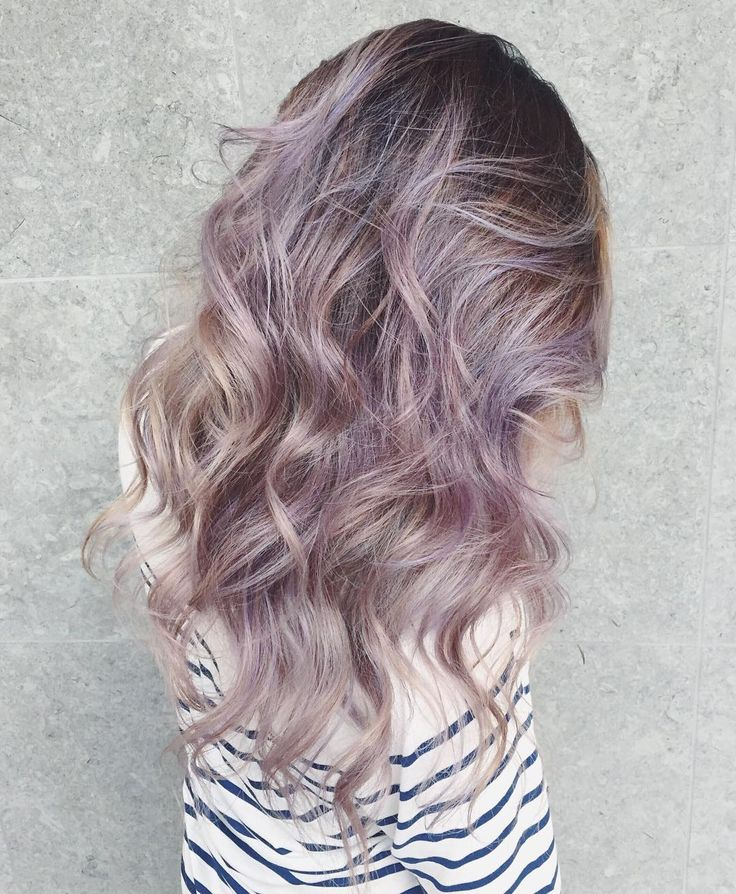 """""""So the talented @blancheworld Pro Hair soon-to-be grad @katerinaa_taylor blessed me with this PERFECTLY blended unicorn lilac silver balayage today! …"""""""