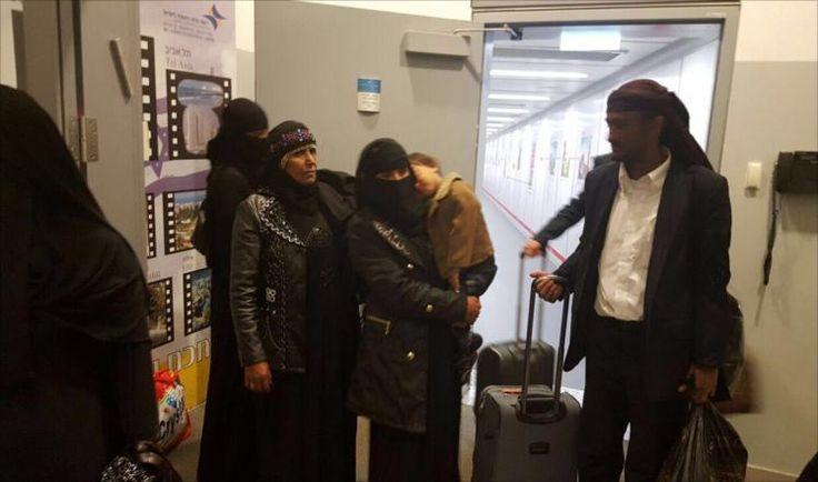 KIBLAT.NET, Tel Aviv – Negara Yahudi Israel kembali mengevakuasi pengikut Yahudi Yaman secara diam-diam. Mereka yang berjumlah 17 orang mendarat di bandara internasional Tel Aviv pada Ahad malam lalu, lapor Al-Jazeera pada Senin (21/03). Melansir dari laporan TV Israel Channel 2, Al-Jazeera menyebutkan bahwa para pengikut Yahudi itu merasa senang bisa pindah tempat tinggal ke …