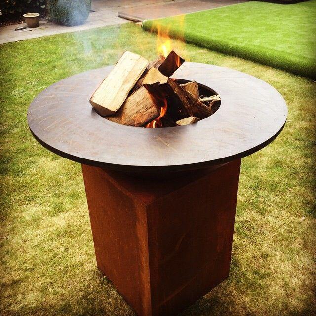 De OFYR vuurschaal BBQ is verkrijgbaar bij Vuurkorfwinkel.nl - Buitenkoken is nog nooit zo'n feest geweest. Ook ideaal op een Horecaterras!