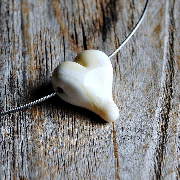 Ivory Heart: collarino con cuore in vetro di murano avorio di PetitsVetro su Etsy
