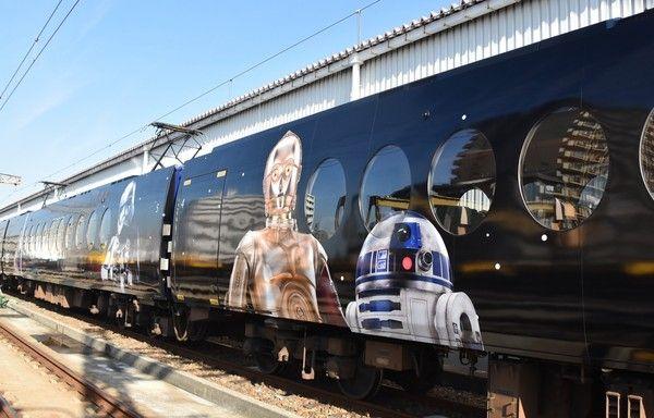 特急ラピート『スター・ウォーズ/フォースの覚醒』仕様の特別車お披露目!R2-D2たちが車内にも!