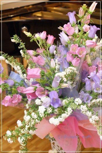 【今日の贈花】ピアノ発表会の花束スタンド http://ameblo.jp/flower-note/entry-11862340431.html