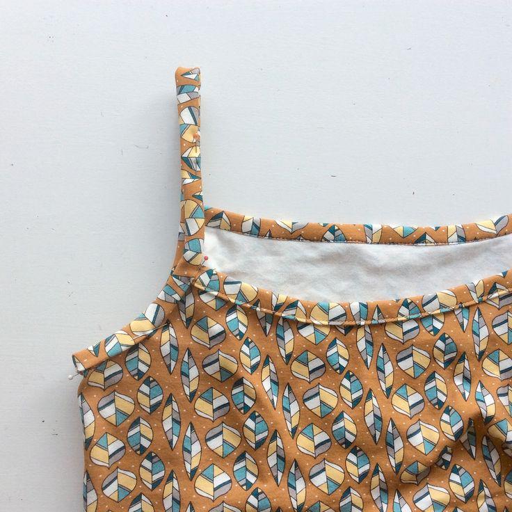 Met deze warme nazomerdagen wilde ik nog snel een nieuw hemdje voor mezelf maken, deze keer met spaghetti bandjes. Dat wilde ik eigenlij...