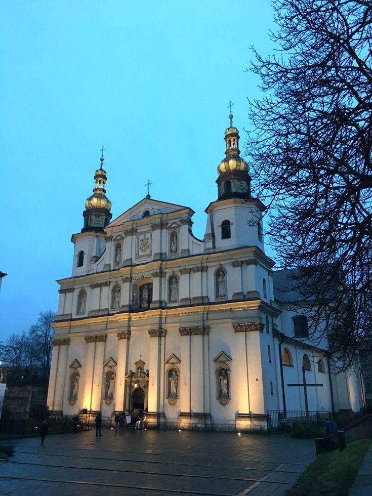 Краков: игра цвета, дракон и список Шиндлера