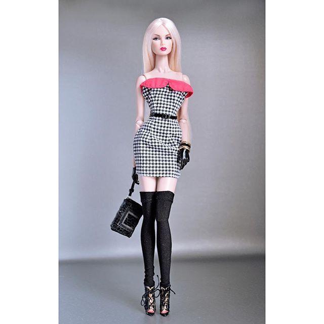 Dress courtesy of @felipe_cardenasmoraga accessories by @integrity_toys #fashionroyalty #integritytoys