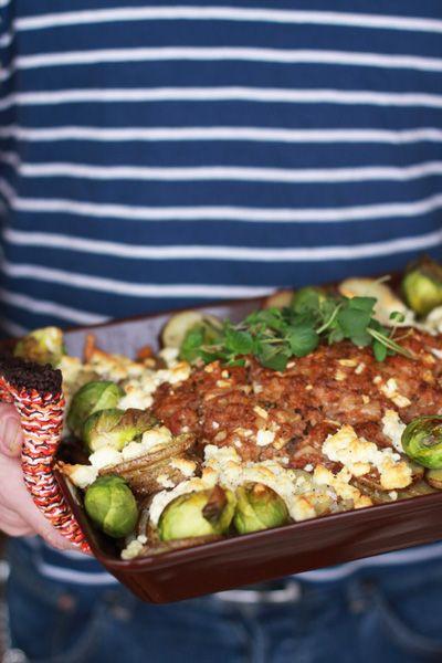 köttfärslimpa med tunnskivad potatis, bysselkål & feta