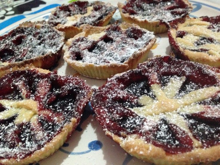 Crostatine with strawberry jam