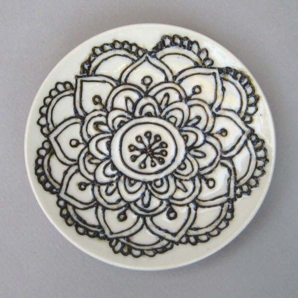 simple ceramic plate designs the image