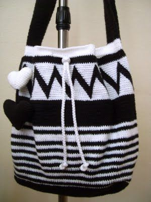 I like this!Tapestries Crochet, Crochet Bags, Crochet Tapestries Pattern, Crochet Totes, Black Crochet, Bit Ethnic, Shops Baskets, Crochet Handbags, Crochet Is Fun