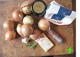 Aus Nizza kommt dieses superleckere Mittelding zwischen Pizza und Zwiebelkuchen. Mit einem frischen Salat ein tolles Sommergericht. Oder lauwarm fürs Partybuffet. Für Davide Rebellin und Alberto Contador: 250 g Mehl 1/2 Packung Trockenhefe 2 Prisen Salz 1 kg Zwiebeln 4 Knoblauchzehen 6 Sardellenfilets 12 schwarze Oliven Olivenöl Los gehts mit einem stinknormalen Hefeteig, 250 g …