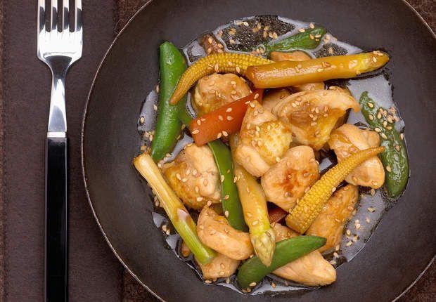 Sauté de volaille et petits légumes au wok electriqueVoir la recette duSauté de volaille et petits légumes au wok electrique >>
