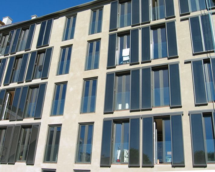 Movable solar panel facade