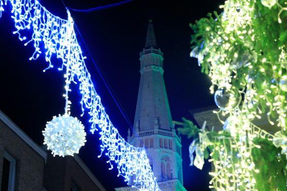 Trenino, presepi, luminarie e pista di ghiaccio in piazza Roma un ricco programma di iniziative nel cuore di Modena che ci accompagnerà fino al 31 gennaio
