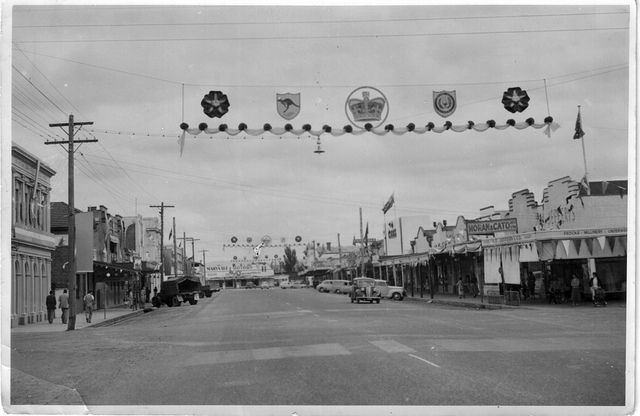 1954 Royal visit Franklin St, Traralgon looking south towards Maryvale motors | Flickr - Photo Sharing!