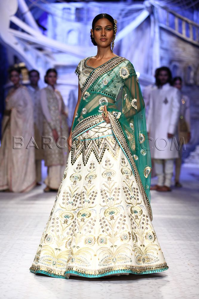 JJ Valaya's Collection At Indian Bridal Fashion Week 2013