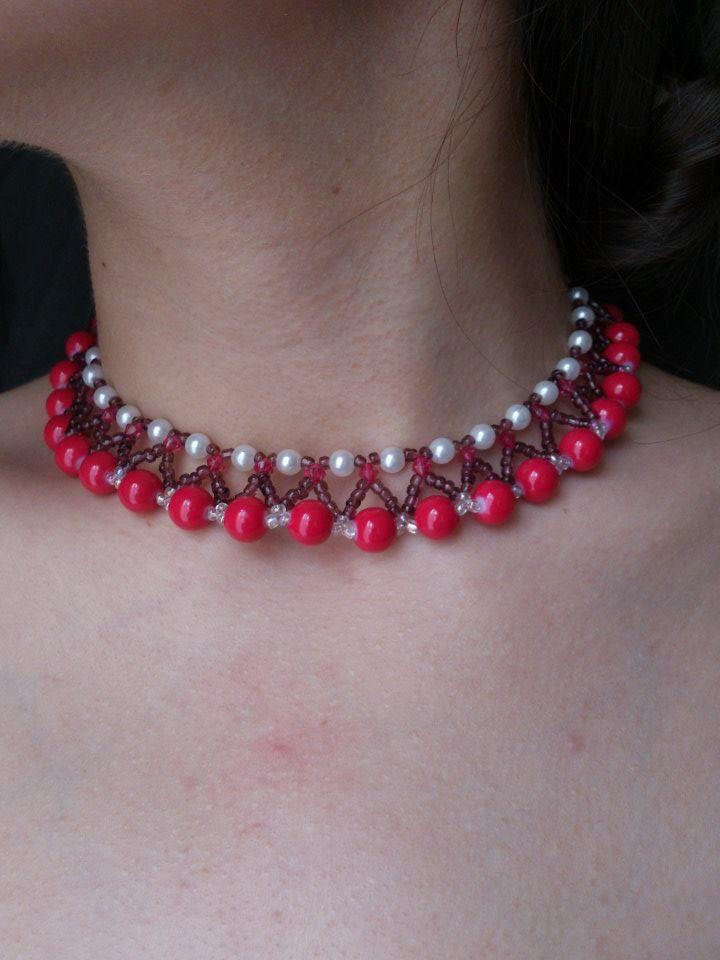 Collar tejido en perlas  y mostacilla