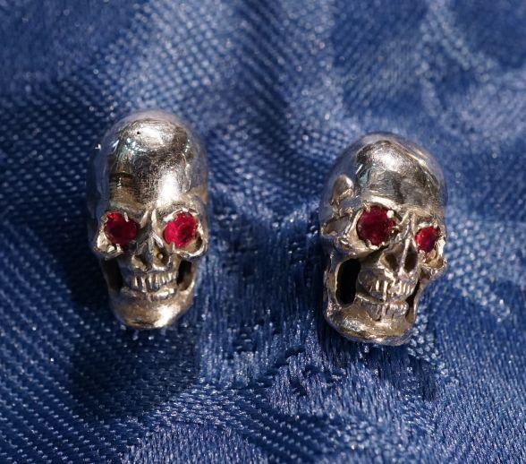 skull earrings!