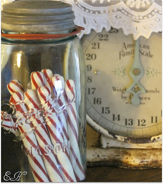 peppermint sticks!Candies Jars, Ball Jars, Peppermint Sticks, Fashion Christmas, Vintage Scales, Christmas Candies, Candies Canes, Christmas Decor, Mason Jars