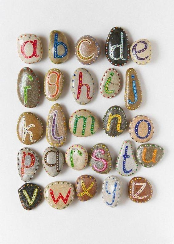 Schöne Idee für Kleinkinder -das Alphabet lernen mit selbstbemalten Steinen *** Nice Idea for Toddler learning the Alphabet - DIY Stone painted