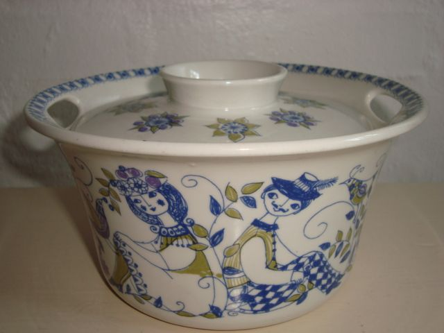 "FIGGJO FLINT ""Lotte"" 1970s - TURID GRAMSTAD OLIVER. #Figgjo #Flint #Lotte #Turid #Gramstad #Oliver #retro #skaal #dinnerware. From www.TRENDYENSER.com."