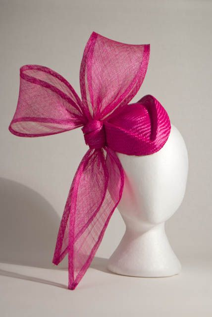 Pink hat by Mark Garvie Millinery. #markgarvie #judithm Great hot pin sinamay and parasisal combination.