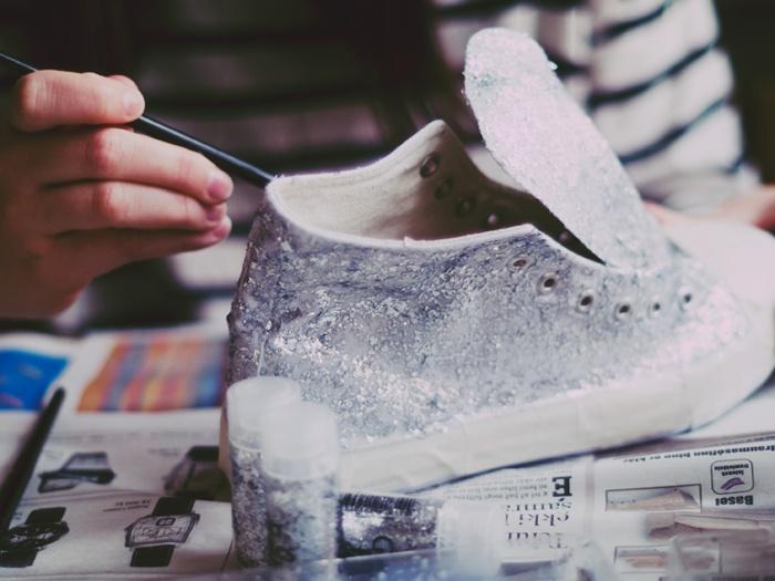 DIY glittery sneaks