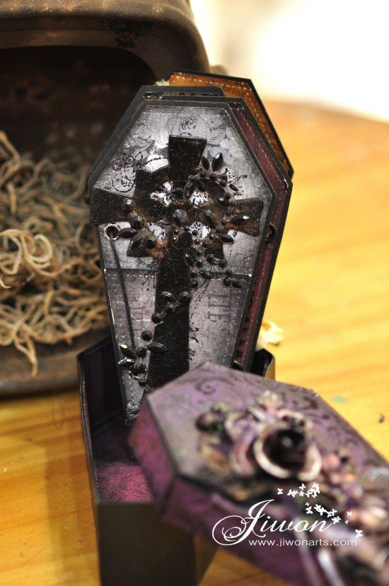 Jiwon Crafts Blog: Halloween coffin album